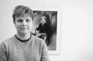 To hedonister: Ole Martin Moen på sitt kontor påSenter for studier av rasjonell, språklig og moralsk handling, der han har et bilde av Jeremy Bentham hengende på veggen. Foto: Lara Kristiansen